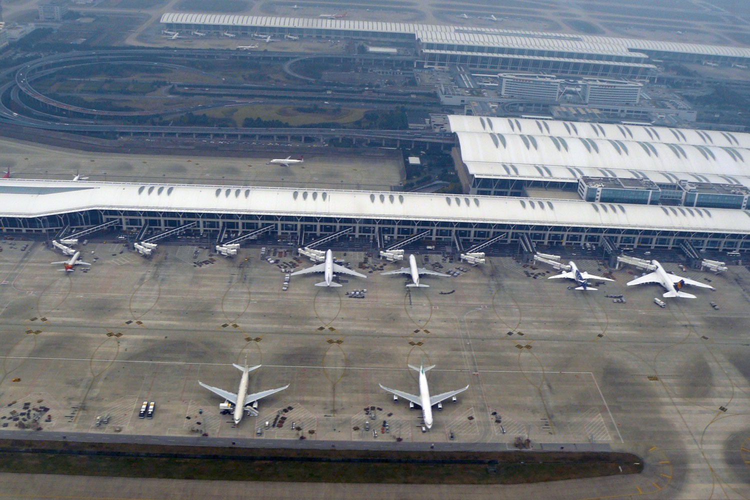 Shanghai Pudong Airport spotting report by Henry Tenby
