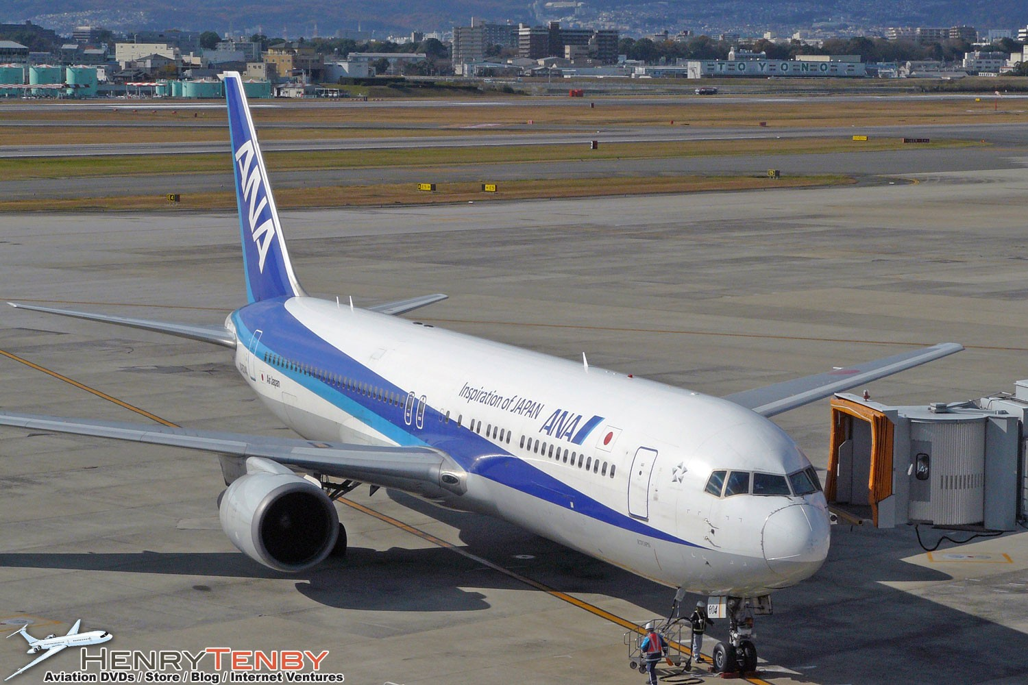 Osaka Itami airport spotting report by Henry Tenby