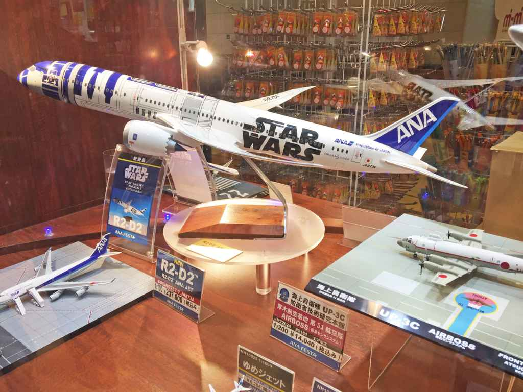 ANA R2-D2 787-9 Pacmin model at ANA FESTA Shop Haneda