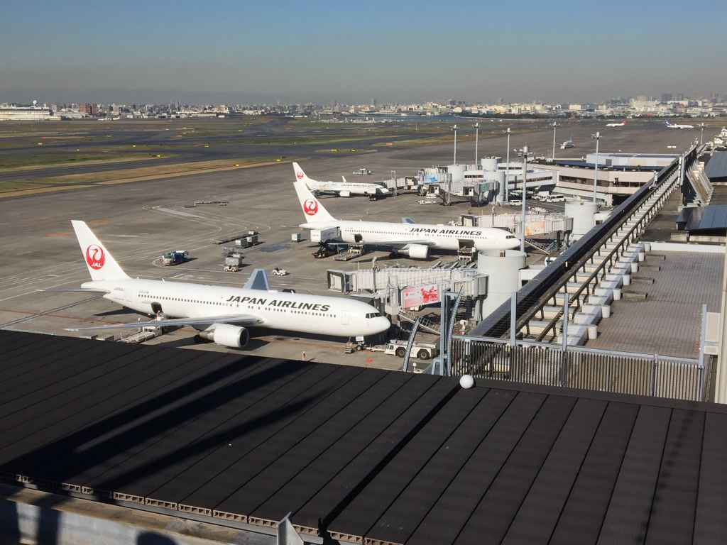 This would be the best view available at the obsdeck at Tokyo Haneda JAL Terminal 1. Photo taken around 10 am.