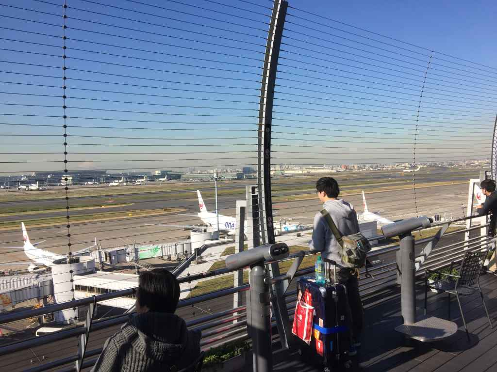 The obsdeck at Tokyo Haneda JAL Terminal 1 is not the best, although it is worth a quick morning visit when light it best.
