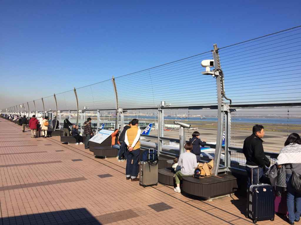 Loads of open space even on a busy day on the obsdeck at Tokyo Haneda ANA Terminal 2 with Tokyo Bay in the background.