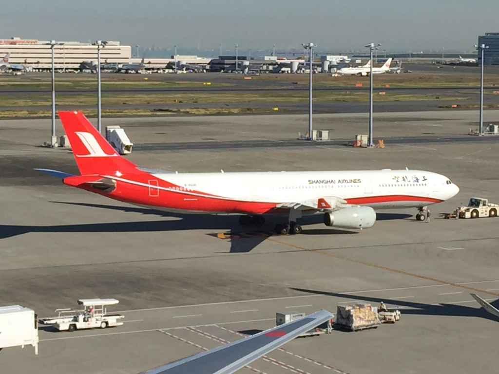 SHanghai Airbus A330 at Tokyo Haneda International Terminal