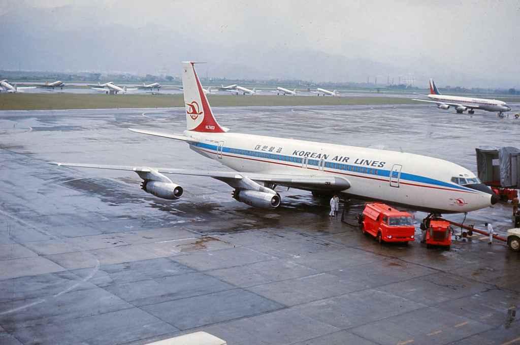 Korean AIr Lines Boeing 720 HL7403 at Taipie Sung Shan Airport November 1971