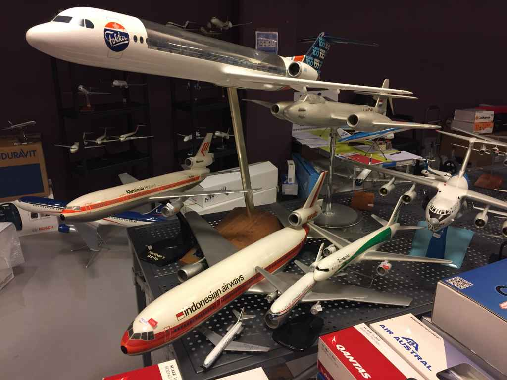 Another different view of the larger models that were for sale on the tables of Patrick van Rooijen, the Managing Organizer of the Amsterdam Aviation Fair. He sold the large Air Canada DC-8-63, Martinair DC-10, and the 1/50 scale Uzbekistan IL-76.