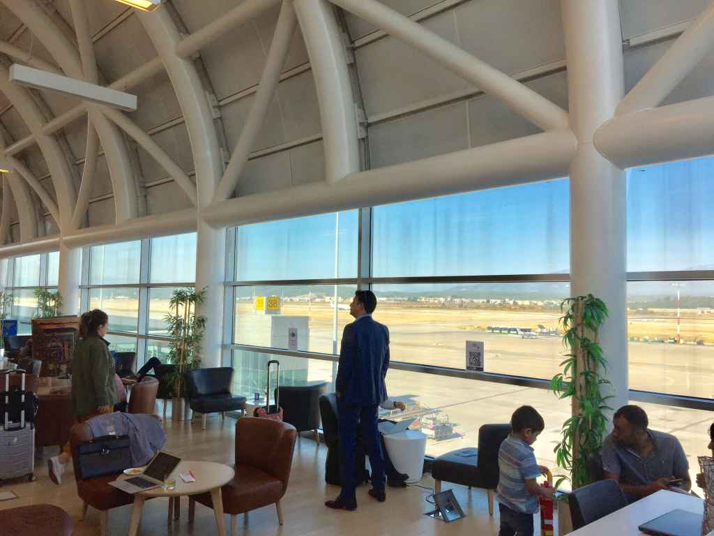 Lounge at Izmir airport offers a nice view of the entire apron.