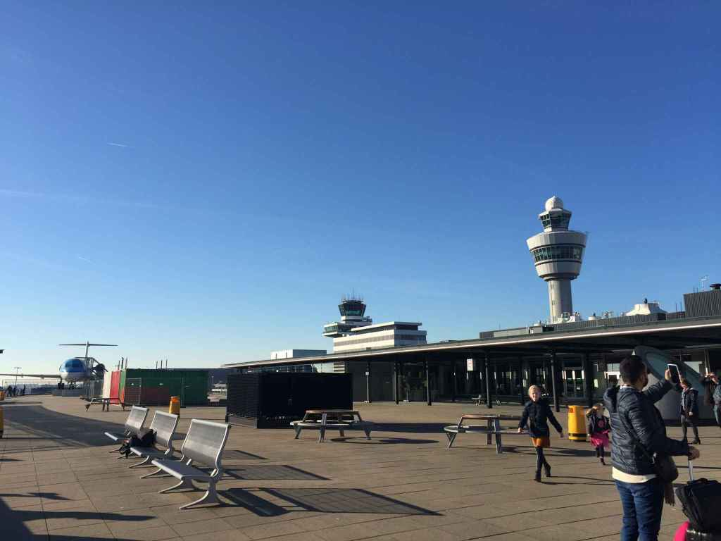 The large open expanse of the open air observation deck at Amsterdam Schiphol is a tourist attraction in its own right. The locals love visiting this location to spend time with children and families while at the airport. It is such a lovely feature that most airports have completely ignored as we approach the 2020s.