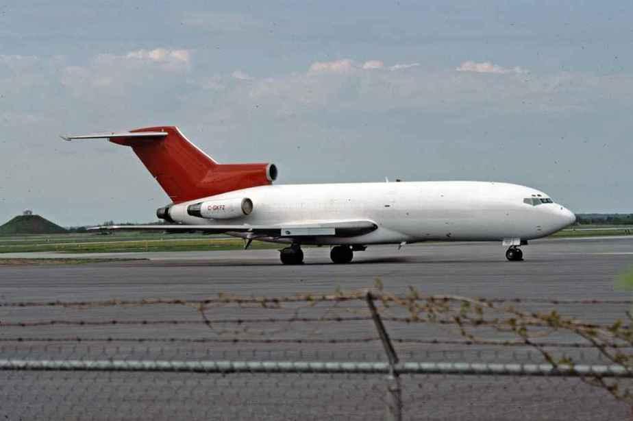 SP4665 Kelowna n/t RedTail 727-100 C-GKFZ Ottawa 1994