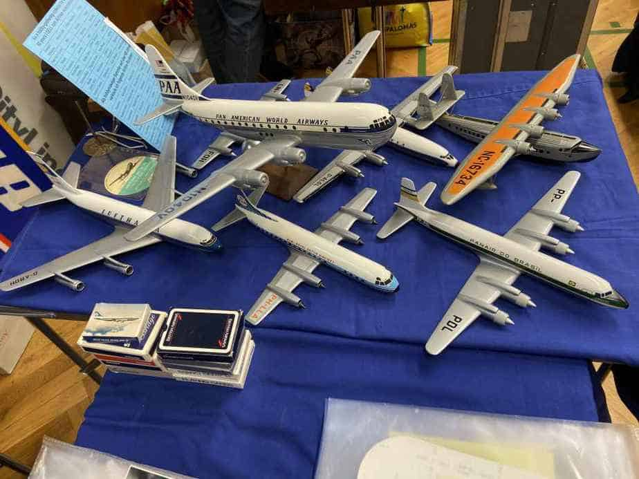 Very nice 1/100 Vogelaar models for sale with a very high prices of 450 EUR at the Frankfurt Schwanheim Airline show in November 2019. None of these models found buyers.
